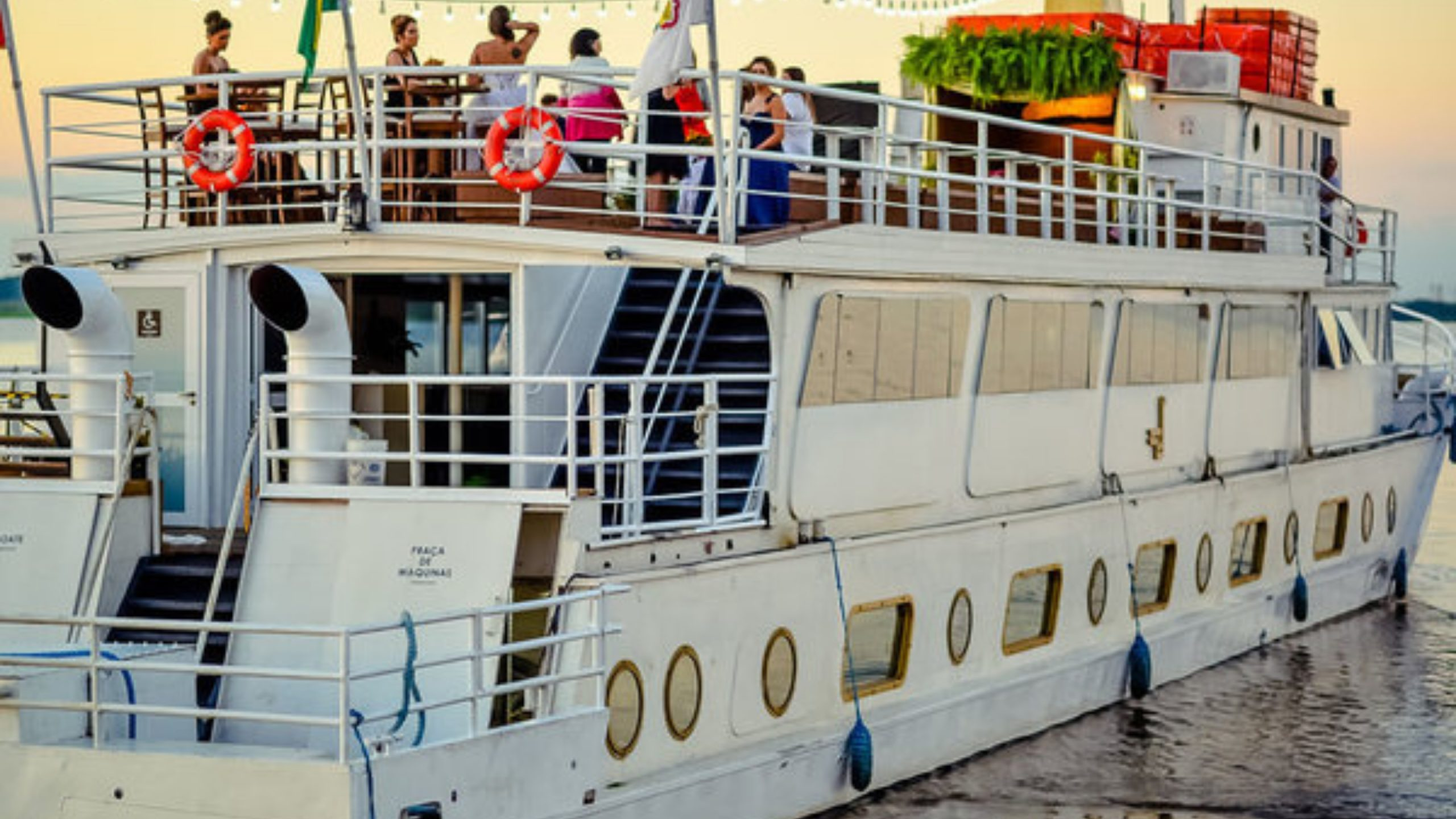 Passeio no Barco Cisne Branco
