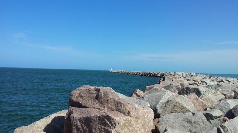Praia Molhes da Barra RS
